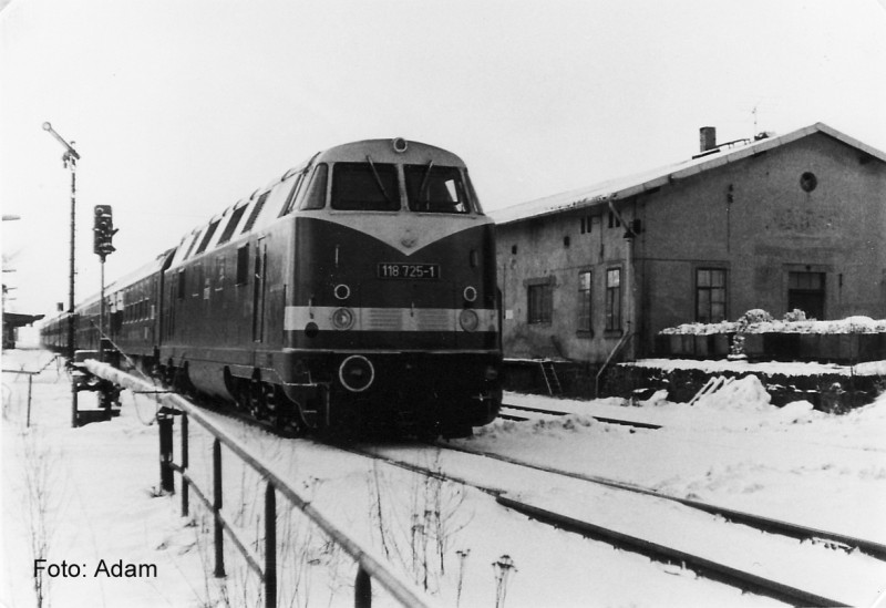 118 725-1 mit D480 in Eibau Jan. 1988 Kopie
