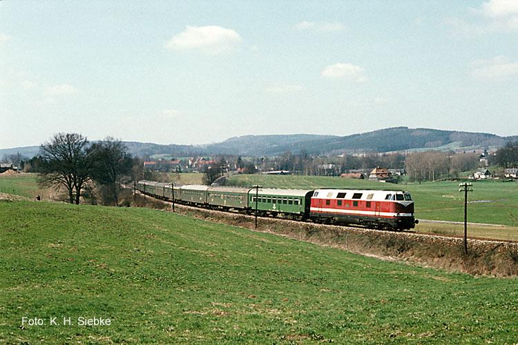118 mit E 985 bei Neusalza Spremberg 1987 Kopie