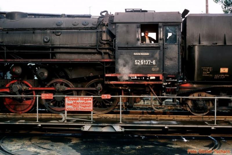 52 5137 auf Drehscheibe Pethau Mai 1981