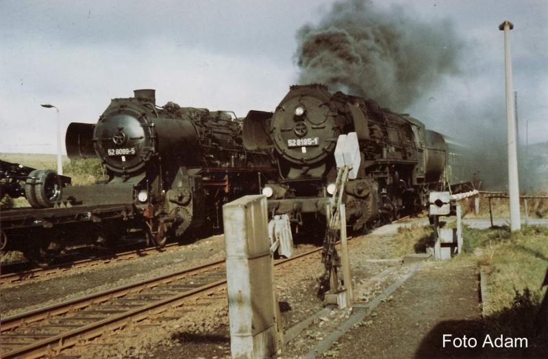 52 8195-1 mit P und 52 8099-5 Dg 50264 in Eibau März1983 klein